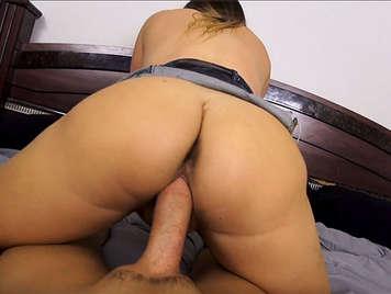 Sexo en POV follando el coño de la hermana de su madre