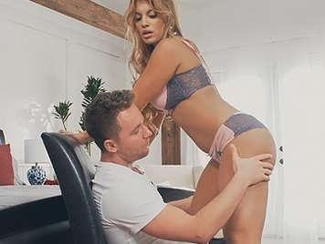 Video porno en lencería de una tetona seductora