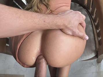 Primer anal con dolor y placer