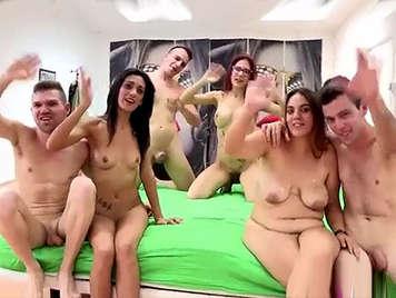 Porno casero español, Orgia con tres parejas amateurs follando en un video porno casero