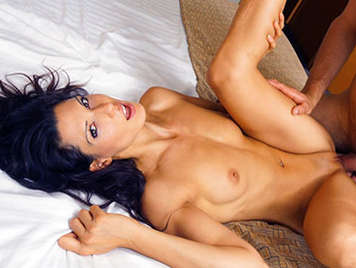 Porno español, La española Alexa Tomas follando en un hotel recibe una corida en la cara