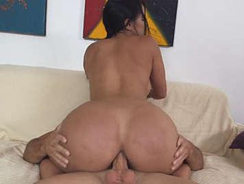 Latina de culo grande folla en sexo anal