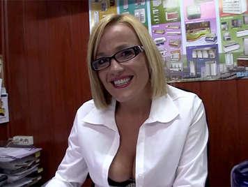 porno amatoriale spagnola, segretaria bionda con gli occhiali