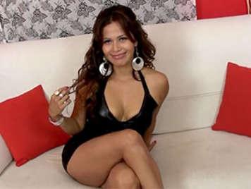 Porno casero amateur español follando una latina milf en un casting recibe facial