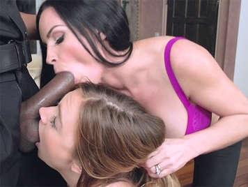 Madre e figlia godono un cazzo enorme