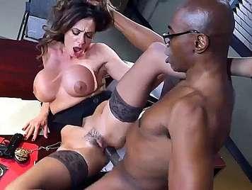 sesso interrazziale con sede Milf tettona