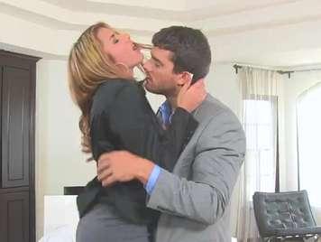 una secretaria le es infiel a su marido con su jefe xxx