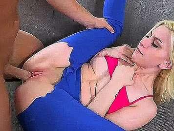 Chica con mallas de aerobic follada duro