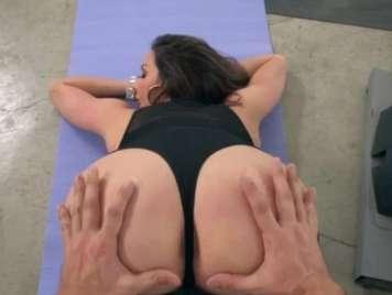 Madura en el gimnasio se pone cachonda y muy guarra