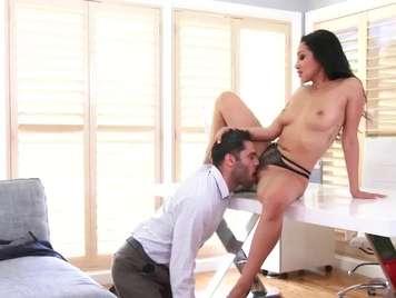 Vicky Chase se pone muy sensual y quiere sexo duro