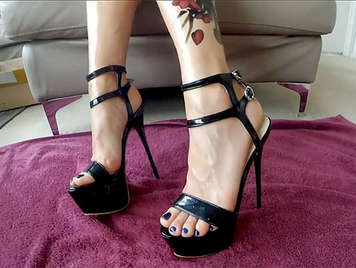 Blonde Hure mit High Heels und Arsch in Amateur Porno Video gefickt