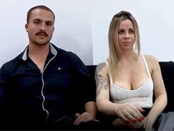 Porno amateur español rubia tetona follando con su novio en un video porno