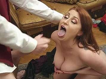 treulos Frau große Titten auf einem fies gefickt