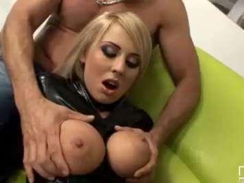 Mandy Dee y sus grandes pechos, follada bestial