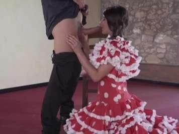 Hermosa española quiere sexo muy duro con su bailarin