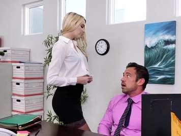La nueva secretaria quiere polla dura