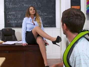 Seductora profesora con necesidades sexuales