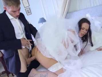 Novia quiere follar con su ex antes de casarse