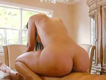 Latina con culazo follada con corrida en su vientre