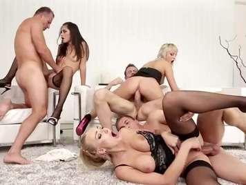 Orgias con jovencitas muy ardientes y cachondas