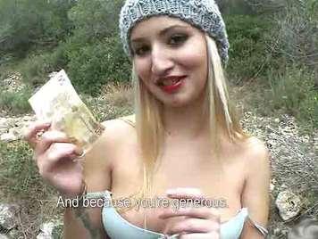 slut spagnola scopata in campo per soldi