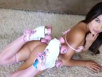 Follando una nena pequeñita en patines