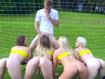 Orgias en la cancha con el equipo de futbol femenino