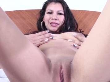 Mexicana tetona se masturba su chucha humeda