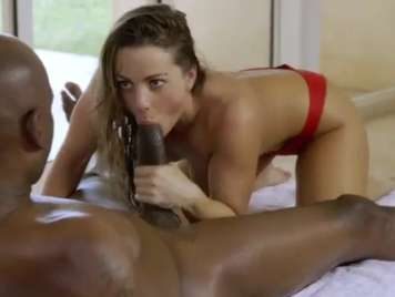 Interracial con Abigail Mac probando un pollon negro