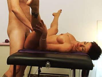Video porno casero masajista madura follando con camara oculta