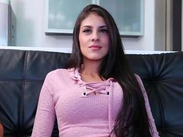Colombiana muy hermosa culeando con una chota grande