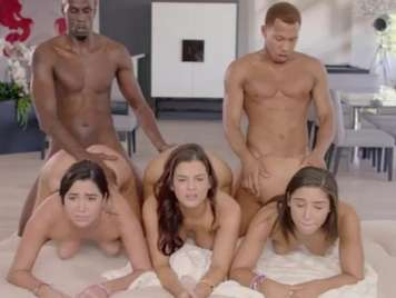 Orgia con tres hermosas actrices porno star