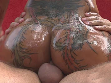 Rompiendo un culazo tatuado, dando polla follando adicta a los taus y al sexo anal