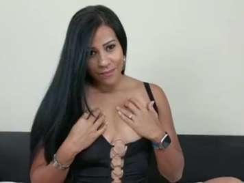 Venezolana jovencita y muy caliente tiene un squirt