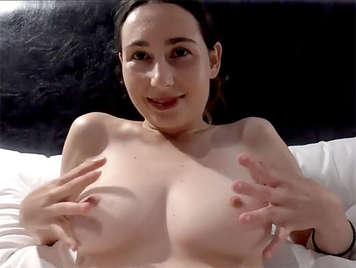 Trio von Amateur-Sex mit einem spanischen Mädchen mit schönen Titten und Robin Reid
