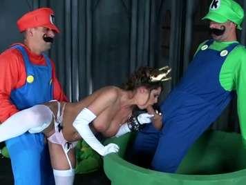 Luigi e Mario assemblati un trio con la principessa Pe