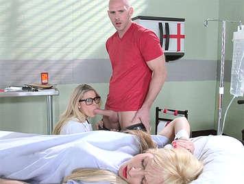 I medici cazzo nella stanza del paziente