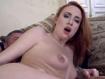 Pelirroja le encanta el sexo anal profundo