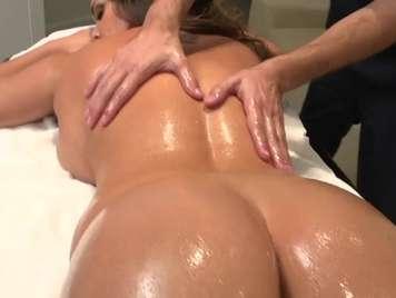 Masaje con aceite seccion completa con mamada