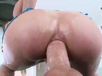 Anal brutal rompiendo el culo de una rubia viciosa