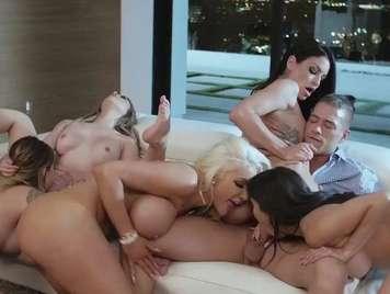 Orgias con cincos chicas muy cachondas