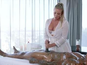 Il massaggio è eccitato con un nero e vuole dur sesso