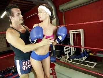 Deportista recibe dura follada de su instructor personal