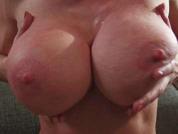 Große Brüste reife hat Sex mit ihrem Mann sehr sinnlich