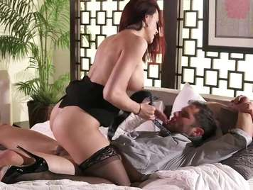 Lenceria lista para probar con su esposo sexo fuerte
