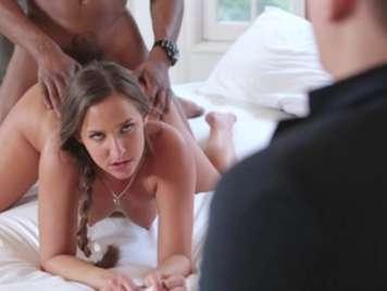 Infidelidades follando delante de su marido