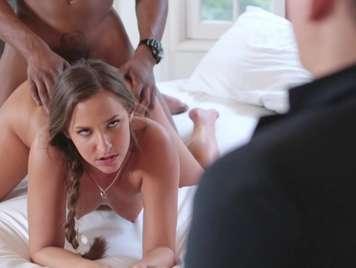 sesso infedeltà davanti a suo marito