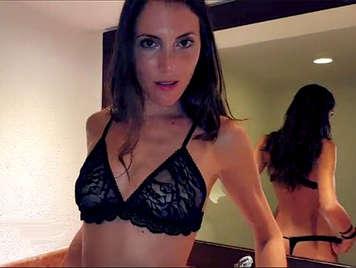 Chica española amateur  de 18 años follando en un hotel