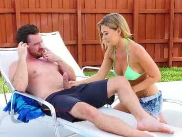 Sesso in piscina del vicino