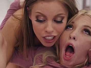 Mutter und Tochter teilen Schwanz bis zum Erhalt der c